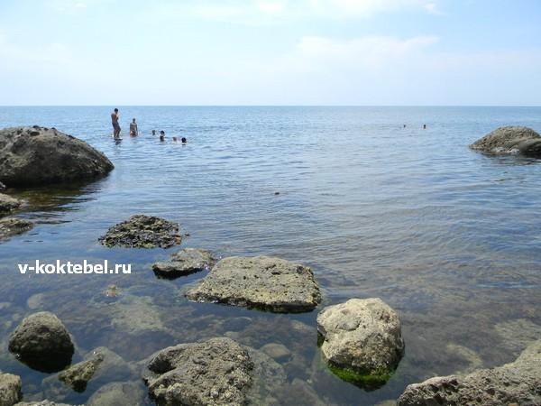 Дикий-пляж-Крыма-двухякорная-бухта-Орджоникидзе
