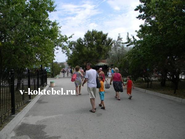 фото-набережная-города-Коктебель-Крым