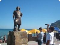 памятник-поэту-и- художнику-М. Волошину-на-площади
