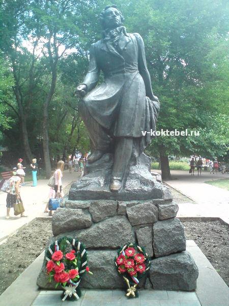 памятник в Феодосии