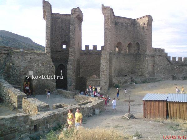 Генуэзская крепость внутри - город Судак